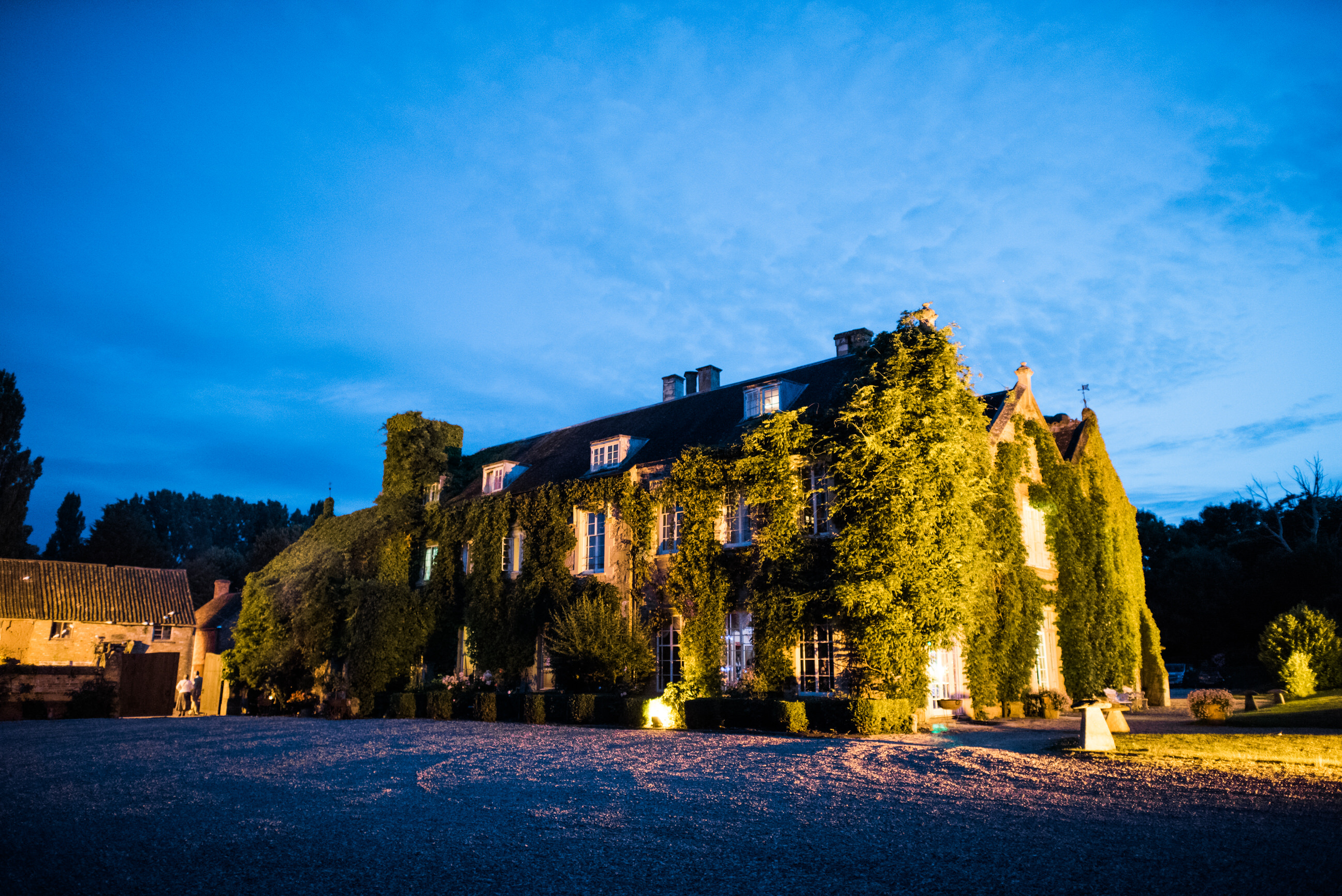 Maunsel House at night