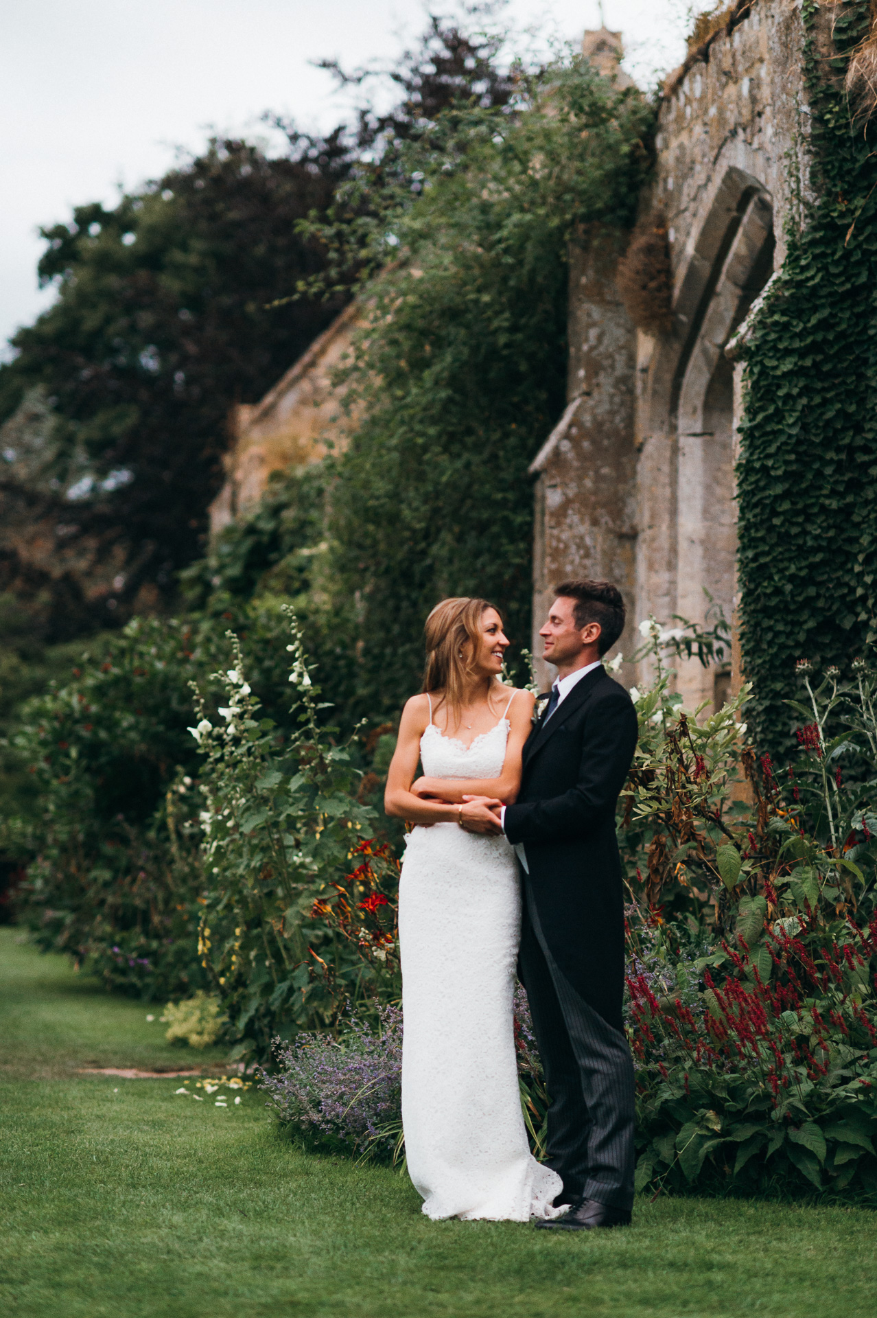 Newlyweds at Sudeley castle wedding