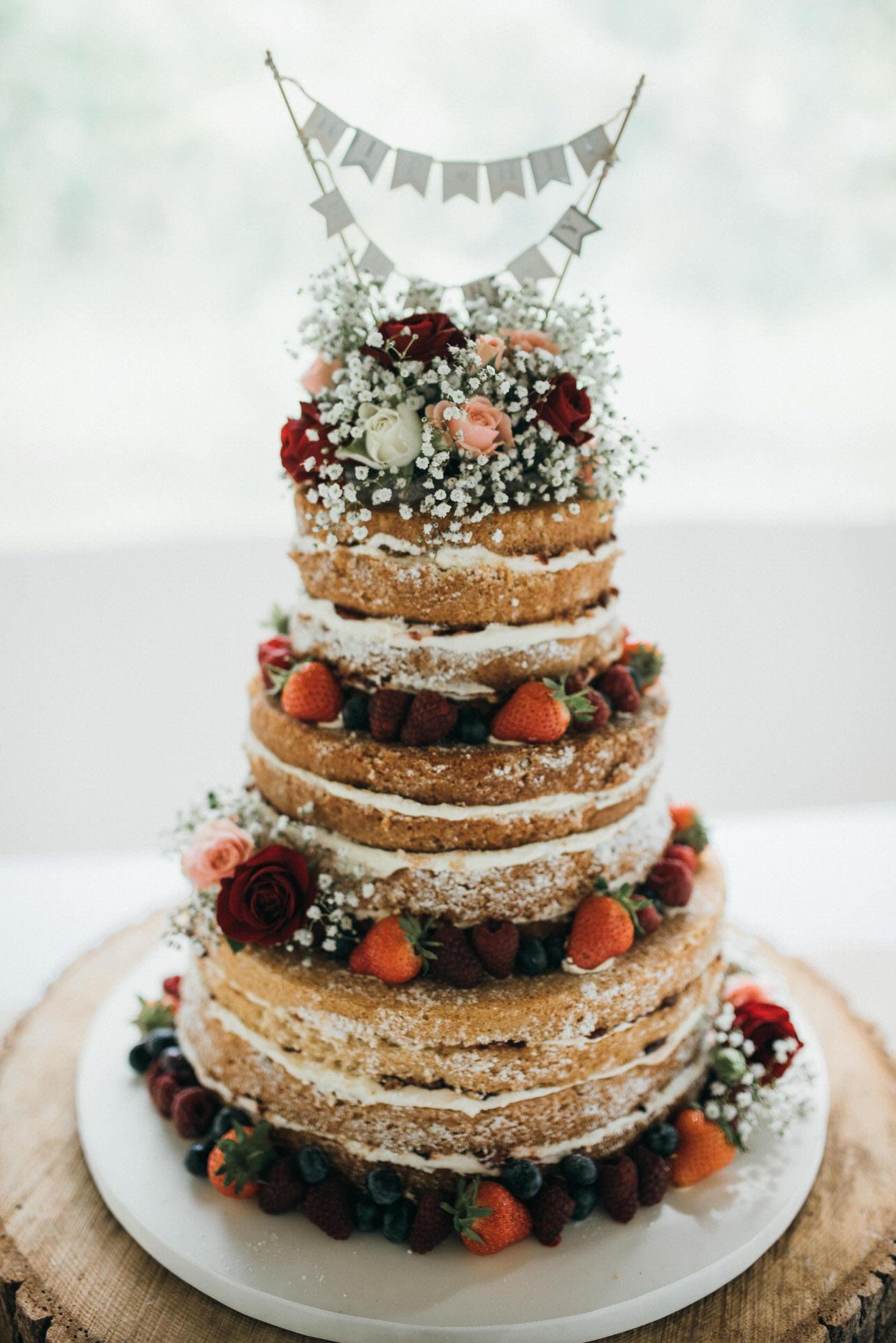 Maunsel house wedding photography 40 wedding cake