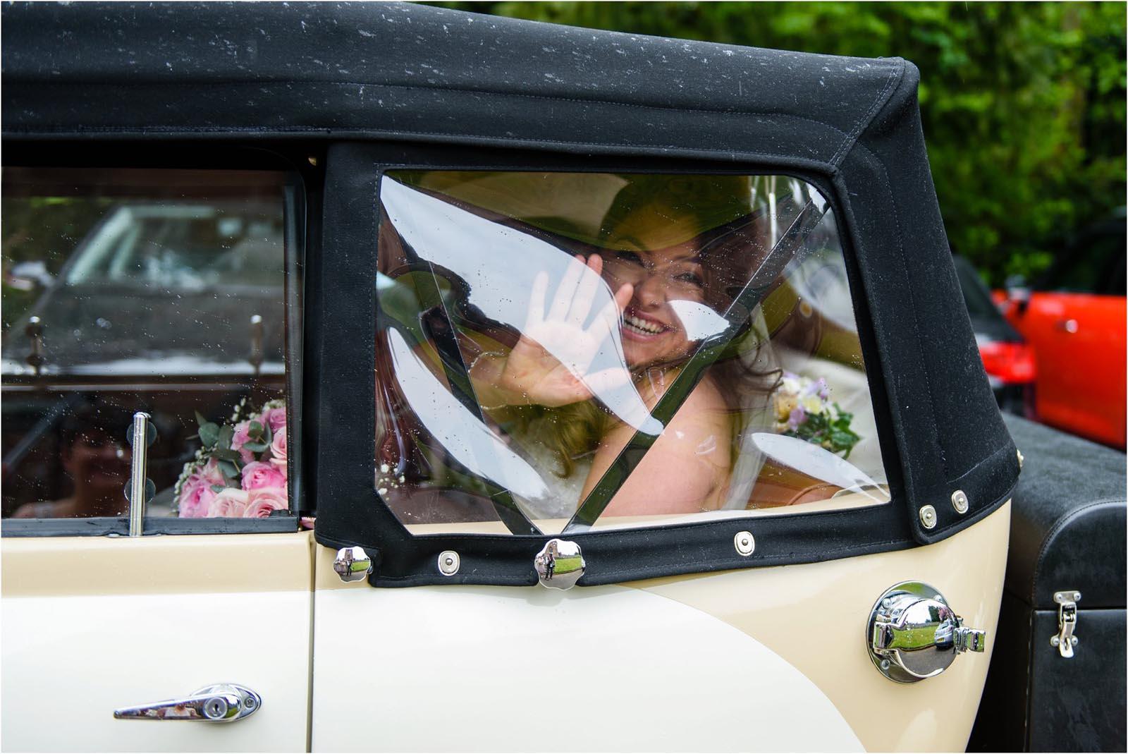 bride arrives wedding car