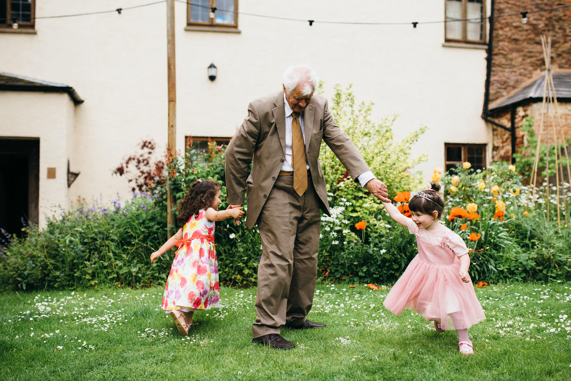kids at Huntstile organic farm wedding