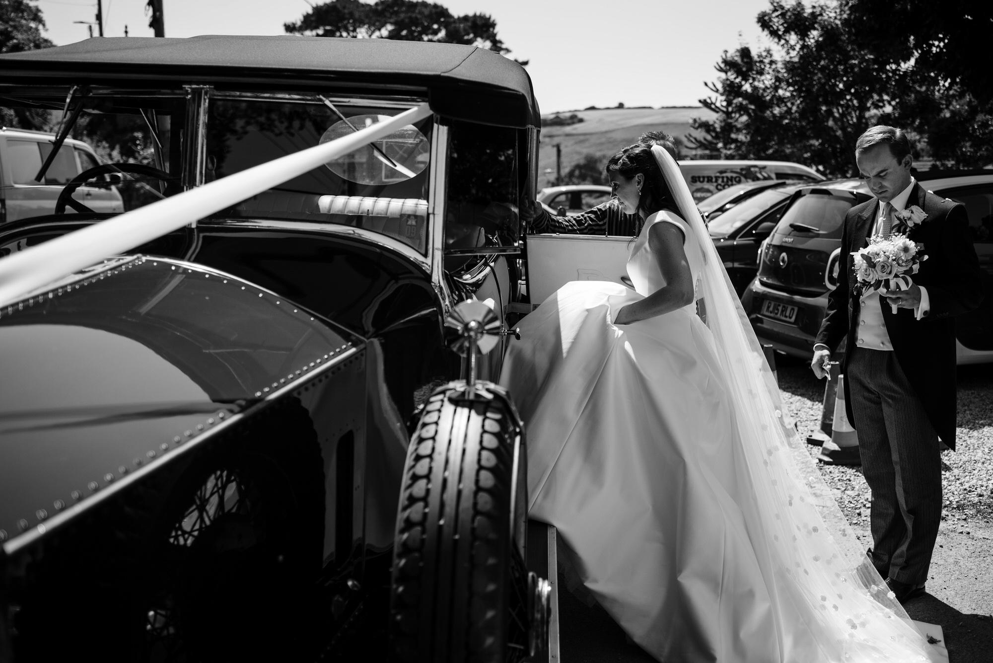 Bride gets into car