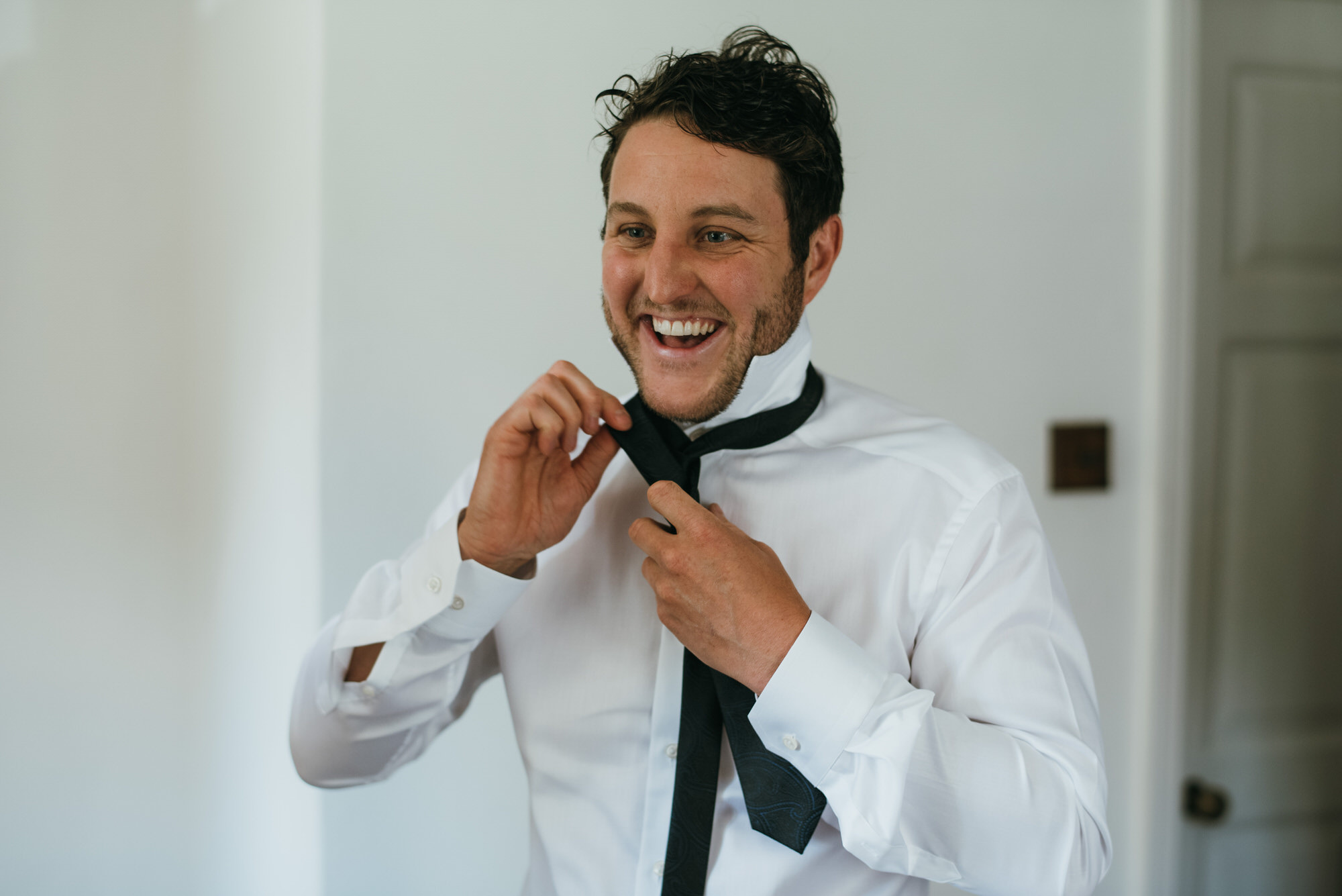 Groom puts on tie