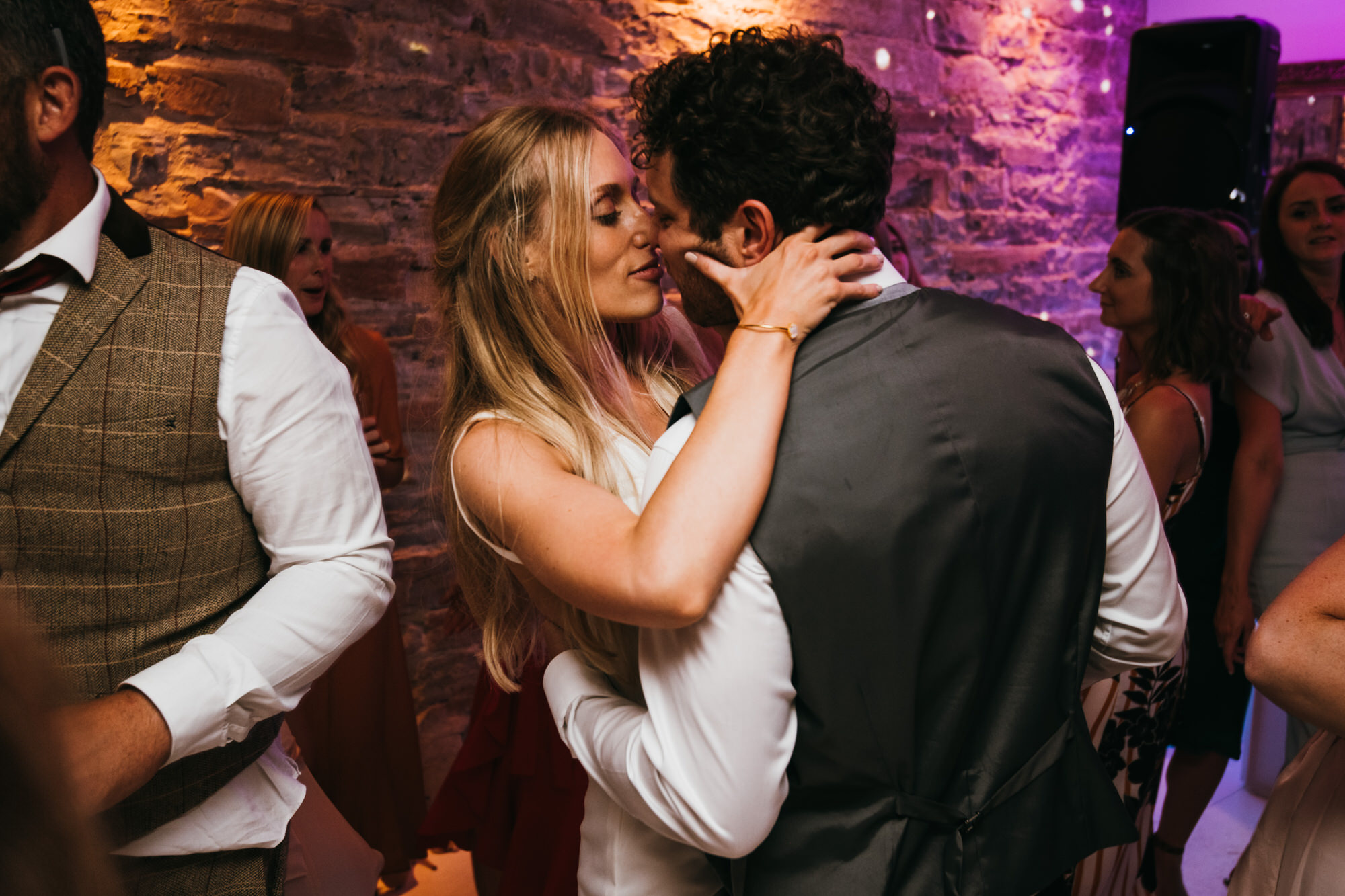 Bride groom kiss on dancefloor