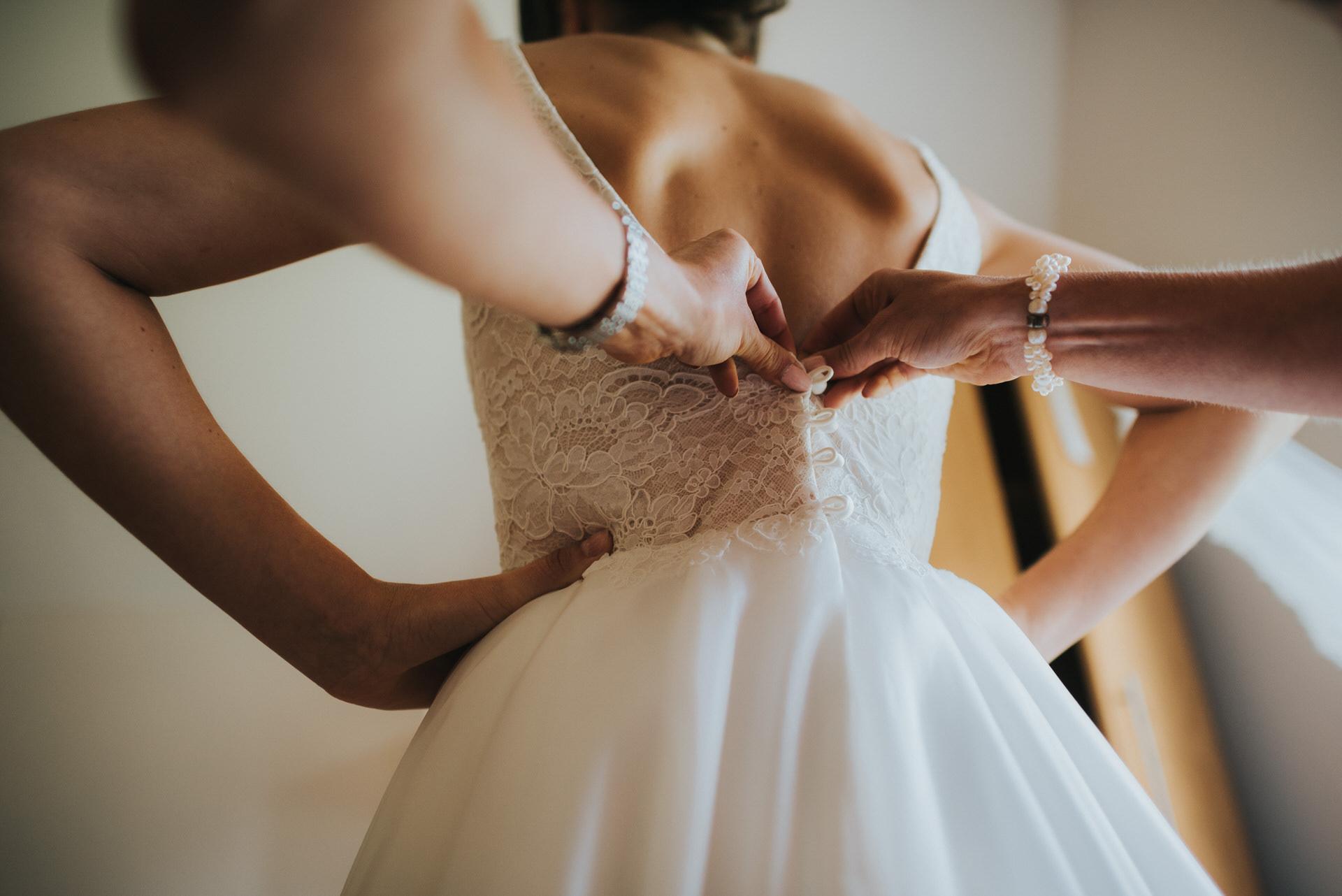Bridal prep at Oakley Hall wedding