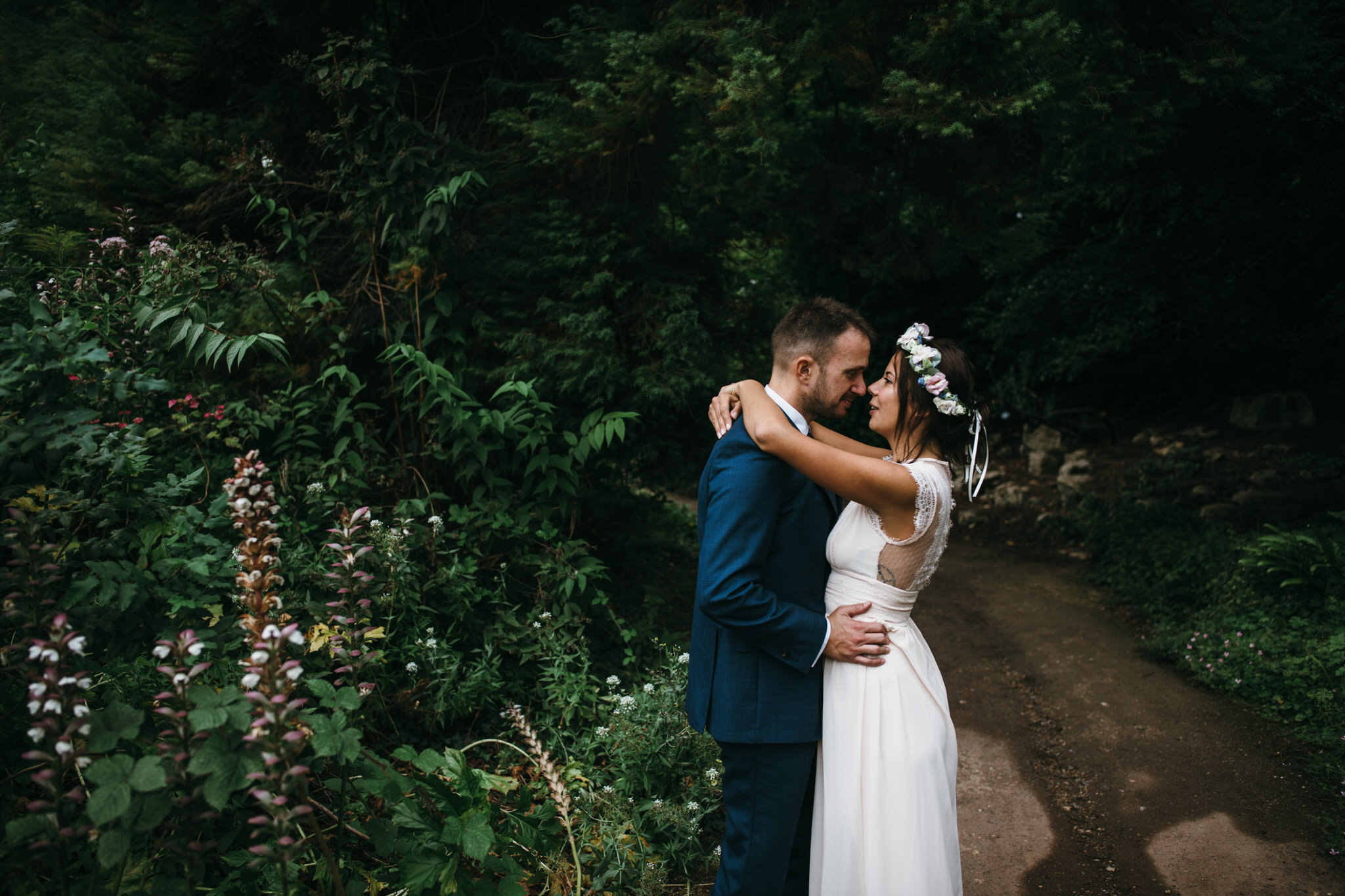 Bride and groom kiss Victoria Park