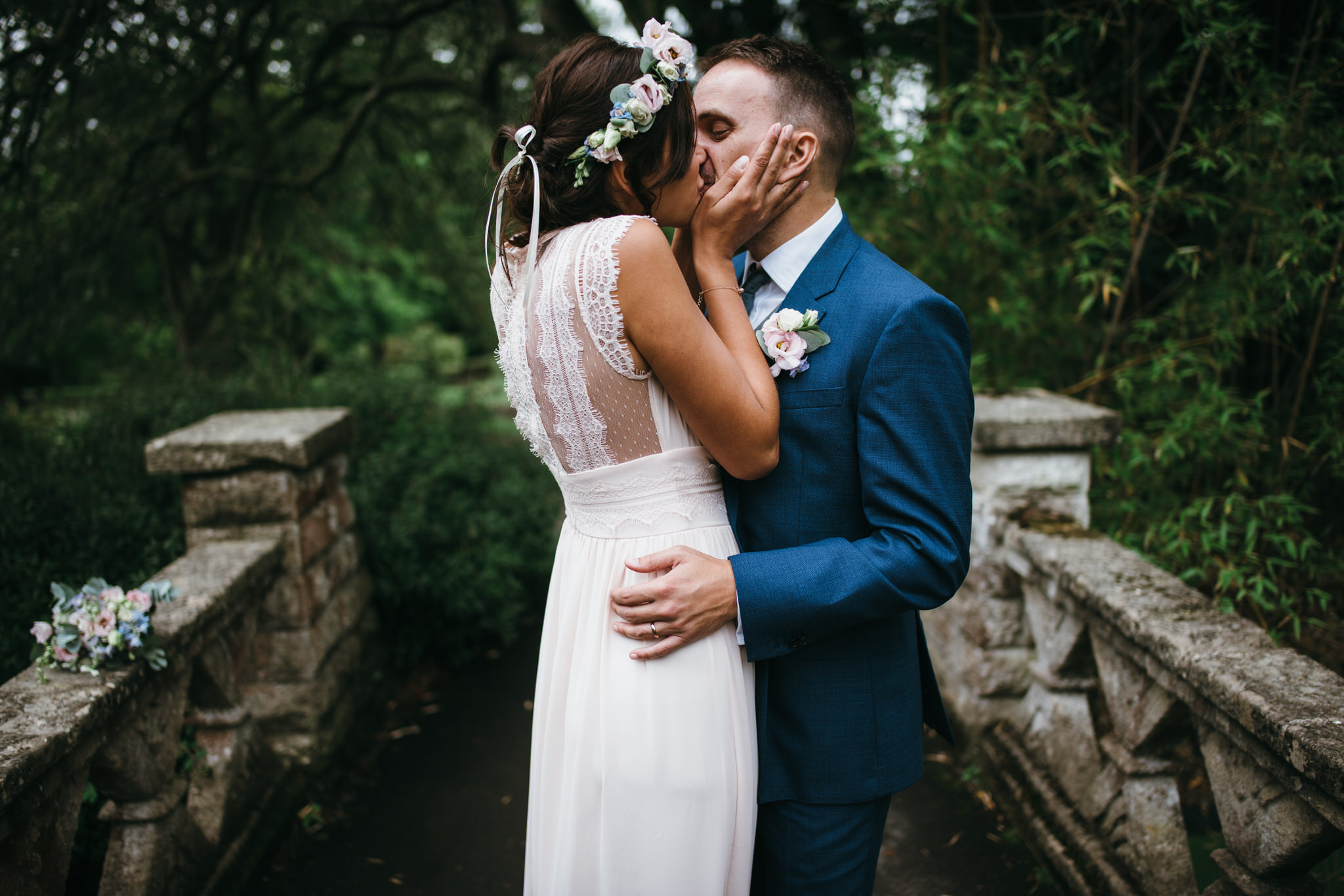 Bride and groom kiss, Botanical Gardens, Victoria Park