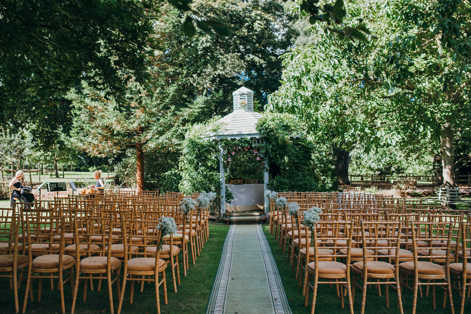 Outdoor wedding cermeony setuop at maunsel house wedding