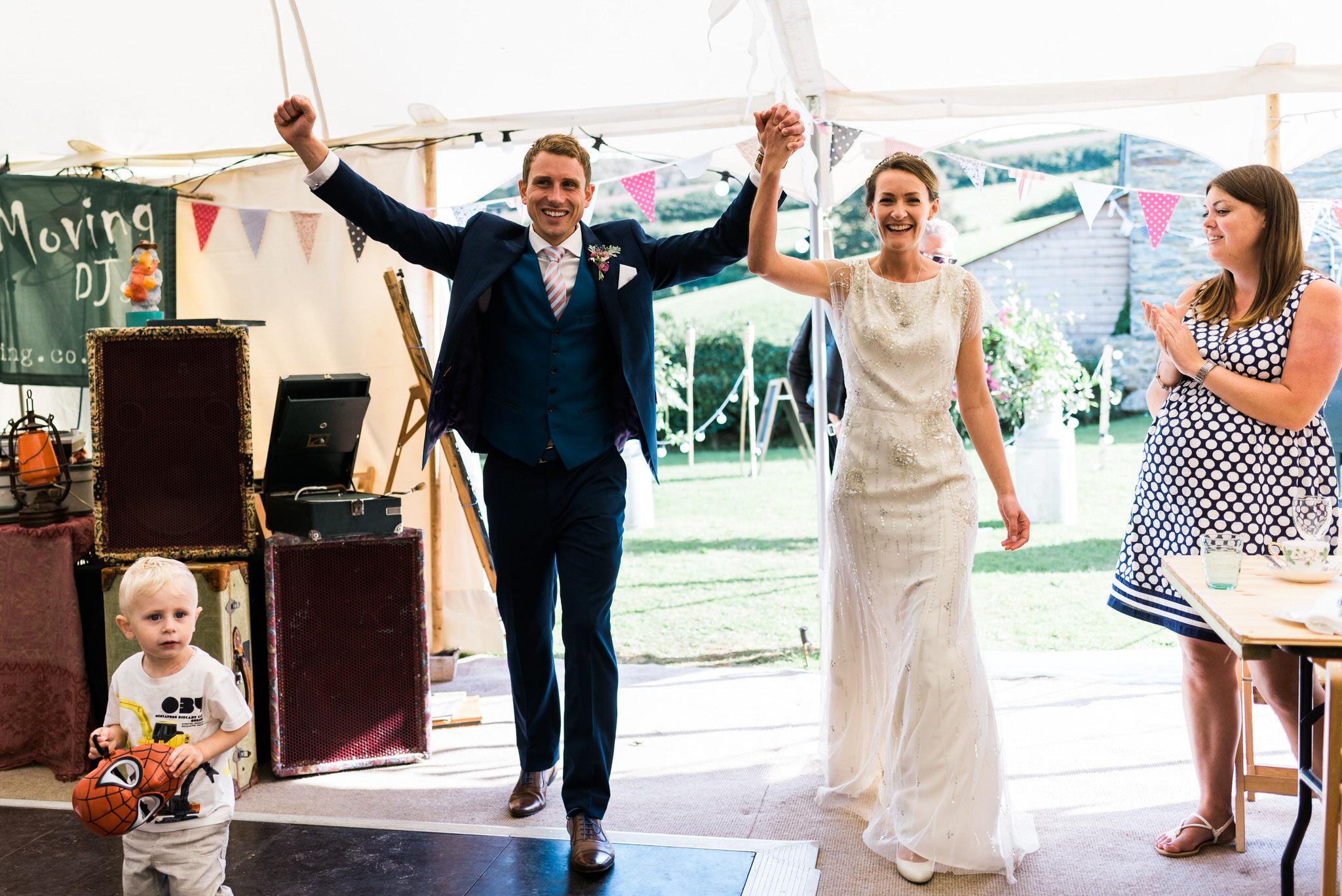 Salcombe devon marquee wedding by simon biffen photography 31