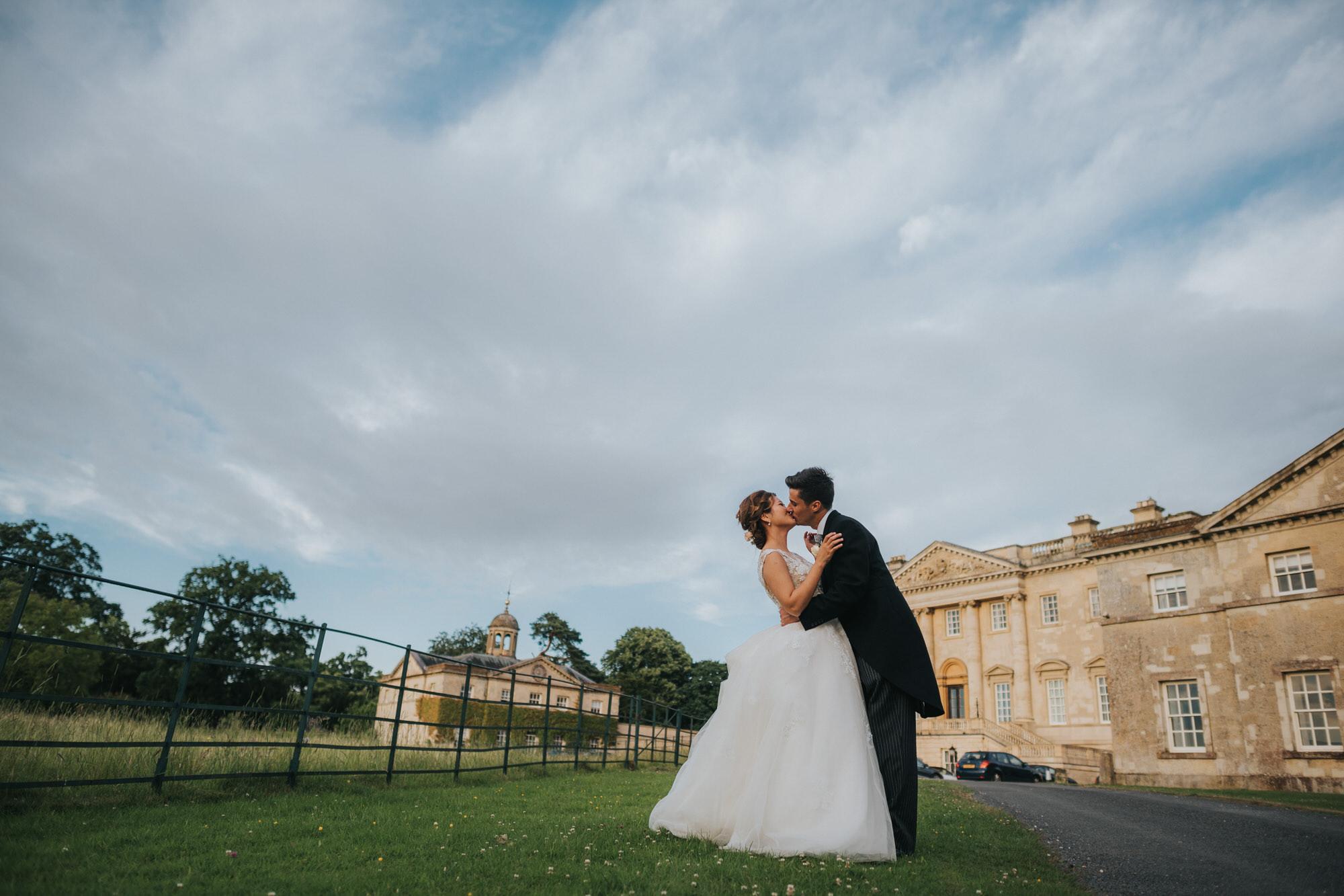 Bride and groom Kirtlington park