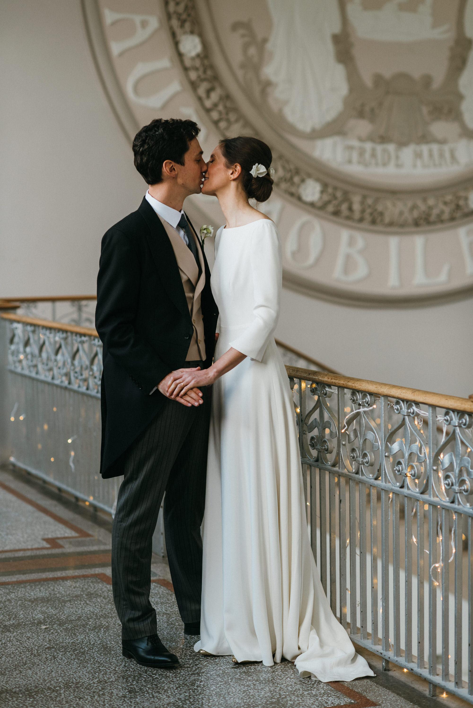 Sleeved wedding dresss